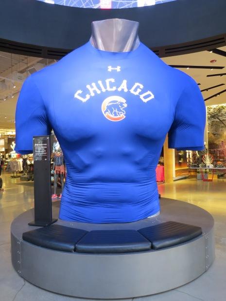 Enorme torso met Cubs (honkbal) jersey in Under Armour